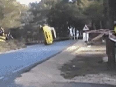 Гиф-картинки Случай на дороге. Анекдоты про гонщиков