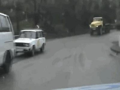 Гиф-картинка Неожиданная помеха на дороге
